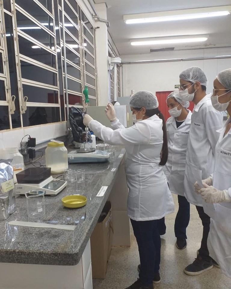 Aula prática do Técnico em Farmácia